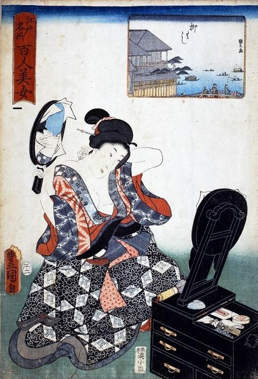江戸名所百人美女 柳はし 三代歌川豊国/安政5年(1858)   襟足の白粉の塗り具合を確認している女性。 鏡台の手前に牡丹刷毛が置かれている。
