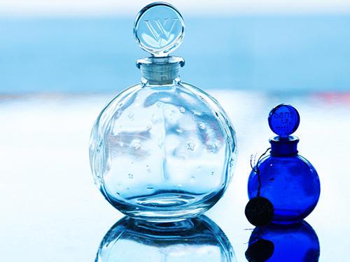 星空をもつ香水瓶