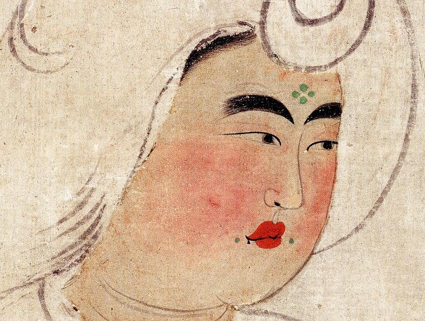 唐風の化粧をした女性。額中央に花鈿(かでん)、口元に靨鈿(ようでん)と呼ばれる特徴的なポイントメークが描かれている。 「鳥毛立女屏風」第四扇(部分拡大)/正倉院蔵